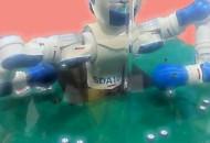 Робот SDA10F від Yaskawa Motoman демонструє спритність рук при грі у блекджек
