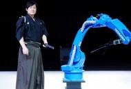 Протистояння робота Yaskawa та самурая